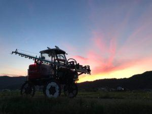 鳥取の夕焼けとトラクター