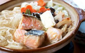 +特製味噌で 鮭の旨みたっぷり石狩鍋