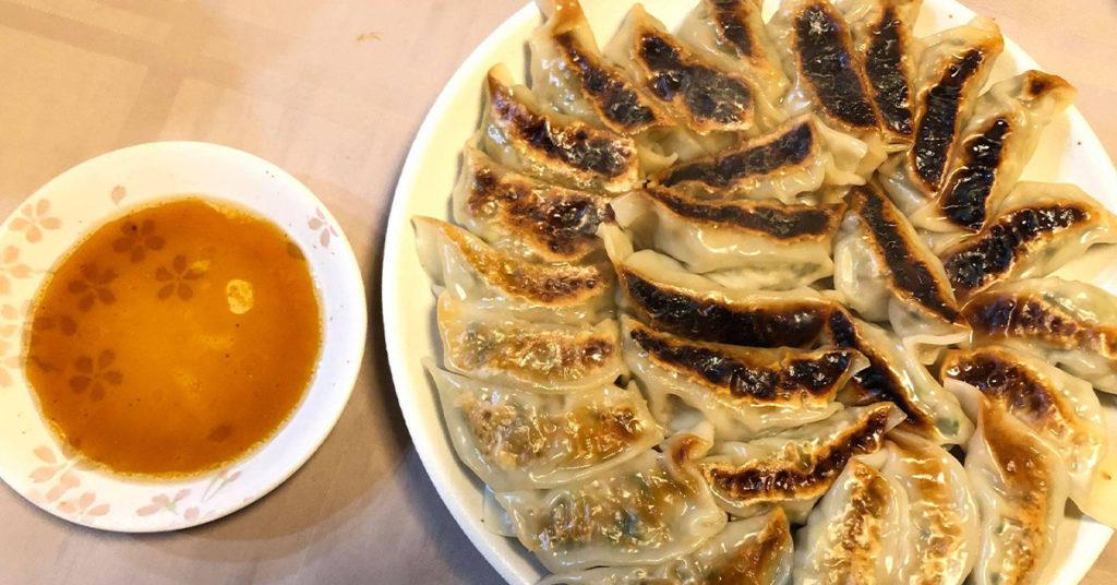田中農場特製まろやか白ねぎ酢を使ったアレンジソース 餃子つくり
