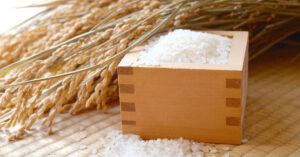 升に入った白米と稲