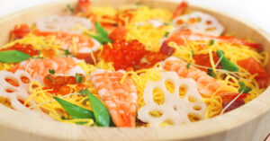 縁起の良い蓮根や海老が入ったこどもの日のご飯物の定番 ちらし寿司
